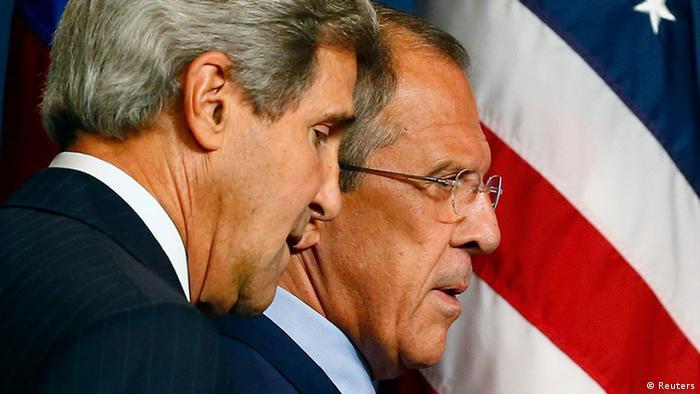 John Kerry mit Sergej Lawrow in Genf 12.9.2013 (Foto: REUTERS/Ruben Sprich)