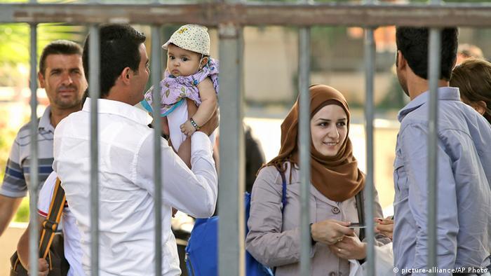 Syrische Flüchtlinge an der türkischen Grenze (Foto: AP)