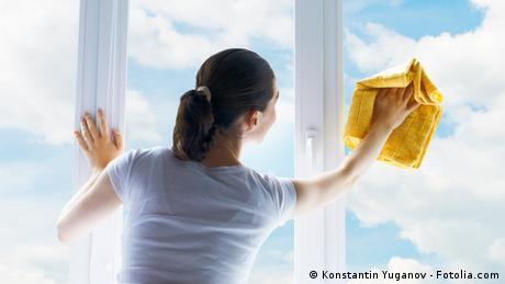 Symbolbild Fenster Putzen
