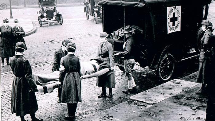 USA Geschichte Rotes Kreuz Spanische Grippe Krankenwagen