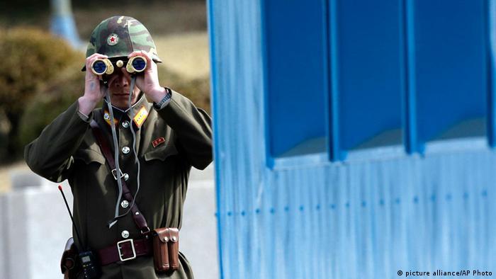 Soldado norte-coreano deserta para o sul