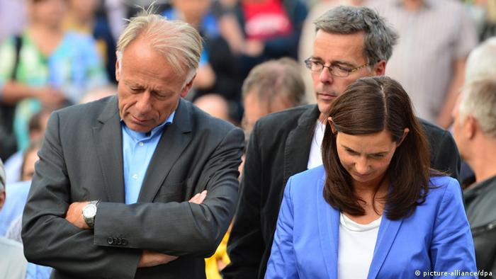 Die Spitzenkandidaten von Bündnis 90/Die Grünen für die Bundestagswahl 2013, Katrin Göring-Eckardt und Jürgen Trittin (l), stehen während eines Wahlkampfauftrittes am 27.08.2013 in Jena (Thüringen) auf der Bühne. (Foto: Marc Tirl/dpa)