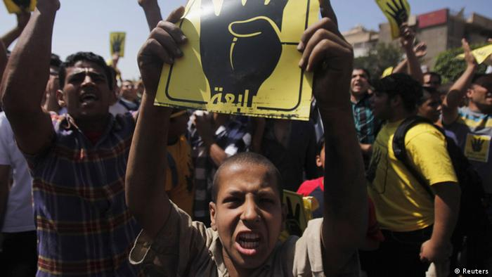 Members of the Muslim Brotherhood and supporters of ousted Egyptian president Mohamed Mursi shout slogans in front of al-Salam Mosque against the military and interior ministry on Friday. Photo: Reuters