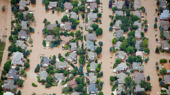 An aerial view of suburban streets flooded in Longmont, Colorado September 13, 2013. (REUTERS/John Wark)