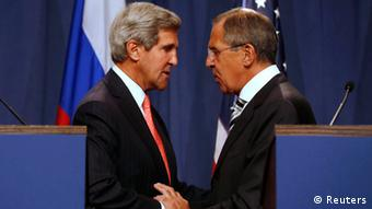 U.S. Secretary of State John Kerry (L) and Russian Foreign Minister Sergei Lavrov (R) shake hands after making statements following meetings regarding Syria, at a news conference in Geneva September 14, 2013. The United States and Russia have agreed on a proposal to eliminate Syria's chemical weapons arsenal, Kerry said on Saturday after nearly three days of talks with Lavrov. REUTERS/Larry Downing (SWITZERLAND - Tags: POLITICS CIVIL UNREST)