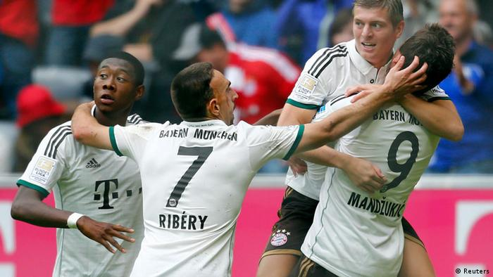 David Alaba, Franck Ribery, Toni Kroos and Mario Mandzukic (L-R) of FC Bayern Munich celebrate a goal against Hanover 96 during their German first division Bundesliga soccer match in Munich September 14, 2013. REUTERS/Michael Dalder (GERMANY - Tags: SPORT SOCCER) DFL RULES TO LIMIT THE ONLINE USAGE DURING MATCH TIME TO 15 PICTURES PER GAME. IMAGE SEQUENCES TO SIMULATE VIDEO IS NOT ALLOWED AT ANY TIME. FOR FURTHER QUERIES PLEASE CONTACT DFL DIRECTLY AT + 49 69 650050