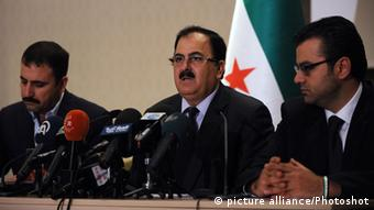 (130914) -- ISTANBUL, Sept. 14, 2013 () -- Salim Idris (C), chief of the staff of Free Syria Army (FSA), speaks during a news conference in Istanbul, capital of Turkey, on Sept. 14, 2013. Syrian opposition's forces rejected to declare a ceasefire and announced that they do not recognize the agreement reached between United States and Russia. (/Lu Zhe) (jl)