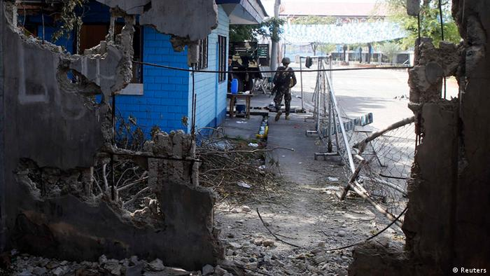 A government soldier stands guard outside a tourist police station in Fort Pilar near a wall destroyed by fighting with Muslim rebels from the Moro National Liberation Front (Photo: REUTERS/Erik De Castro)