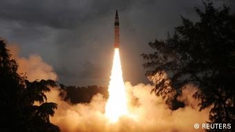 A surface-to-surface Agni-V missile is launched from the Wheeler Island off the eastern Indian state of Odisha September 15, 2013 (Photo: REUTERS/Indian Defence Research and Development Organisation/Handout)