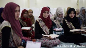epa03864565 Participants of the World Muslimah 2013 beauty pageant attend a Koran reading class in Subang, West Java, Indonesia, 12 September 2013. The grand finale of the World Muslimah Beauty 2013 will be held in Jakarta on 18 September. Twenty finalists will compete for the crown. EPA/MAST IRHAM