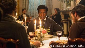 Filmstill mit Chiwetel Ejiofor aus 12 Years a Slave (picture alliance/AP Photo)