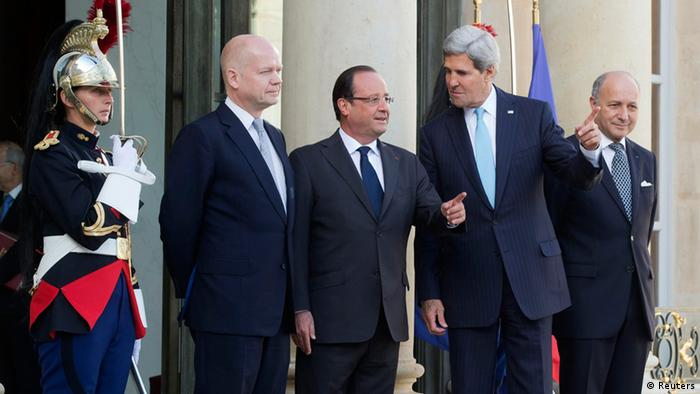French President Francois Hollande (C), U.S. Secretary of State John Kerry (2ndR), British Foreign Secretary William Hague (2ndL) and French Foreign Minister Laurent Fabius (R) pose upon their arrival at the Elysee Palace prior to a meeting on Syria conflict in Paris September 16, 2013. REUTERS/Michel Euler/Pool (FRANCE - Tags: POLITICS CONFLICT)