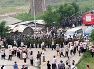 2005年,广东太石村村民抗议村领导的腐败