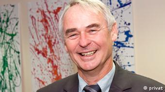 Prof. Dr. Hans-Joachim Heintze, Institut für Friedenssicherungsrecht und Humanitäres Völkerrecht (IFHV) Ruhr-Universität Bochum