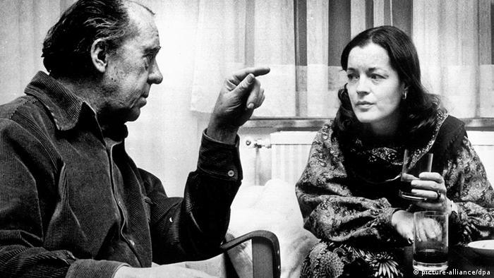 Schwarzaufnahme zeigt Romy Schneider mit Heinrich Böll