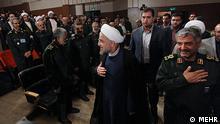 Hassan Rohani (iranischer Staatspräsident) und Mohammad-Ali Jafari bei der Konferenz der Kommandeure der Iranischen Revolutionsgarden in Tehran am 16.09.2013.