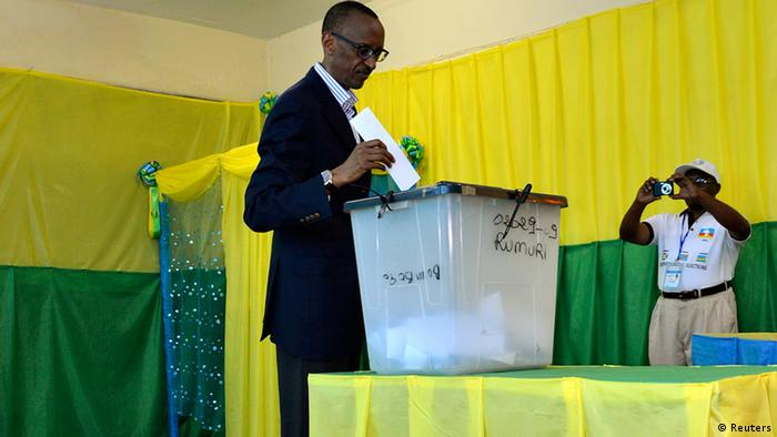 Ruanda Wahlen Präsident Paul Kagame wählt in Kigali