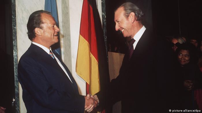 Chanceler federal ocidental Willy Brandt e o secretário geral da ONU, Kurt Waldheim em foto de 1973