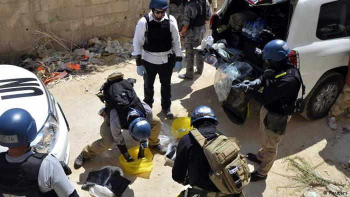 UN chemical weapons experts prepare before collecting samples from one of the sites of an alleged chemical weapons attack in Damascus' suburb of Zamalka in this August 29, 2013 file photo. (Photo: REUTERS/Bassam Khabieh/Files)
