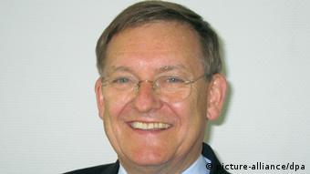 Роберт Шмукер е експерт по ракетна и космическа техника