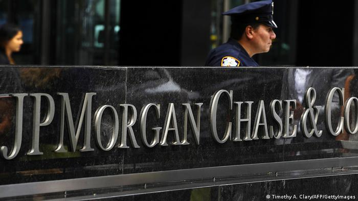 A New York City Police office at the entrance to the JP Morgan Chase World Headquarters on Park Avenue July 13, 2012 in New York. JPMorgan's losses from botched derivatives trades hit 4.4 billion USD in the second quarter, double the amount first thought, an earnings report revealed on July 13. AFP PHOTO/TIMOTHY A. CLARY (Photo credit should read TIMOTHY A. CLARY/AFP/GettyImages)