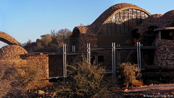 Ausstellung Afritecture - Bauen mit der Gemeinschaft Mapungubwe Interpretation Center Südafrika EINSCHRÄNKUNG