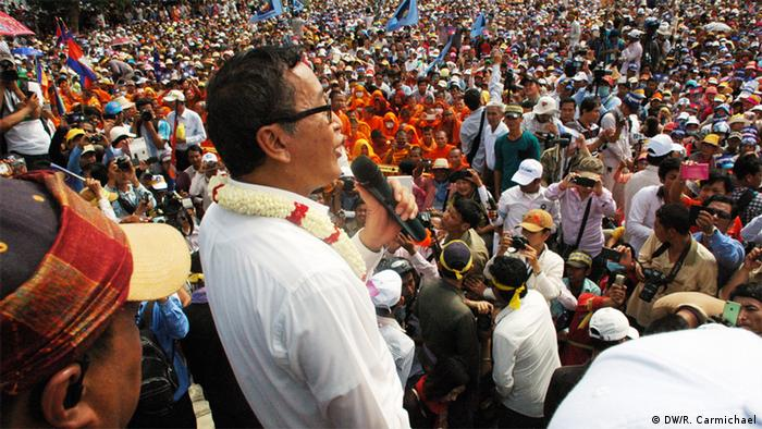 15 September 2013: Sam Rainsy addresses supporters on the first day of a planned three-day rally at Freedom Park in central Phnom Penh. (Photo: DW/ Robert Carmichael)