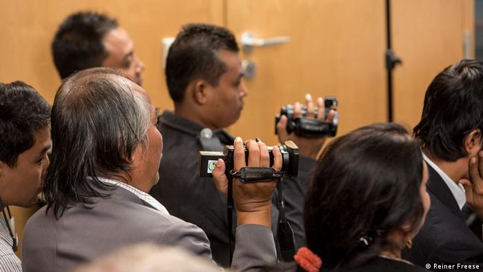 Audience from Myanmar at the expert talk Media International (photo: Reiner Freese).