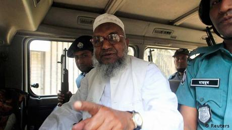 Abdul Quader Mollah being escorted by security officers