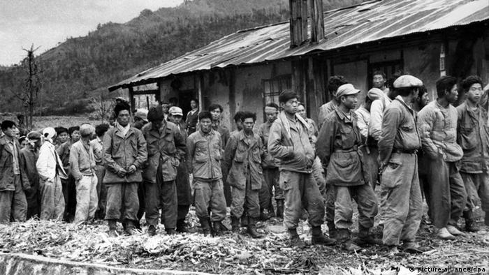 Nordkorea Korea Gefangenenlager Gefangene 1950 (picture-alliance/dpa)