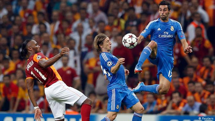 Galatasaray's Didier Drogba (L) challenges Real Madrid's Luka Modric (C) and Alvaro Arbeloa during their Champions League Group B soccer match at Turk Telekom Arena in Istanbul September 17, 2013. REUTERS/Murad Sezer (TURKEY - Tags: SPORT SOCCER)