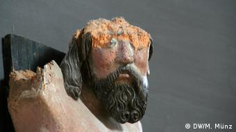 Reportage Kloster Volkenroda Beschädigtes Kruzifix in der Klosterkirche Volkenroda, Thüringen, aufgenommen am 27. August, Fotograf: Michael Münz