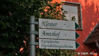 Reportage Kloster Volkenroda Wegweiser zum Kloster Volkenroda, Thüringen, aufgenommen am 27. August, Fotograf: Michael Münz
