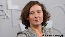 ARCHIV - Juli Zeh , aufgenommen am 12.10.2012 auf der Frankfurter Buchmesse in Frankfurt am Main. Die Schriftstellerin wirft der Bundesregierung vor, in der NSA-Affäre zu mauern. «Die entziehen dem Thema einfach den Saft und hoffen, dass es sich dann von selbst erledigt», sagte die 39-Jährige am 19.08.2013 dem Sender WDR5. Foto: Arno Burgi dpa +++(c) dpa - Bildfunk+++
