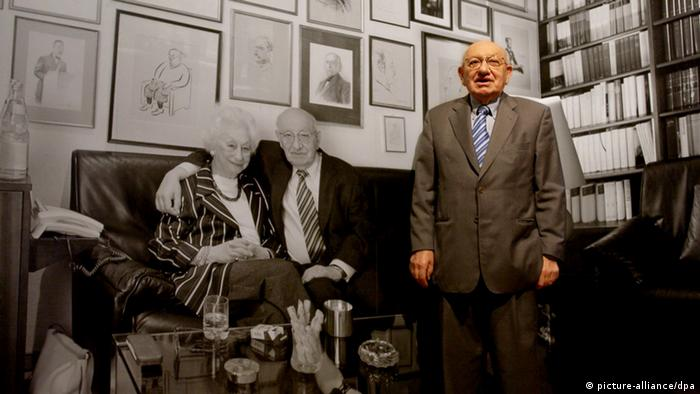 Marcel Reich-Ranicki in front of a collage of his home Photo: Boris Roessler dpa/lhe