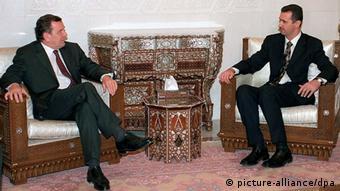 Bundeskanzler Gerhard Schröder führt mit dem syrischen Präsidenten Baschar el Assad am 30.10.2000 in Damaskus eine Unterredung (Foto: dpa)