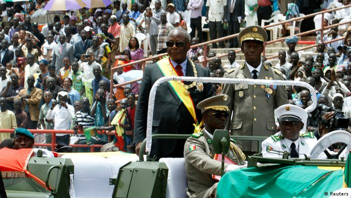 Mali's new President Ibrahim Boubacar Keita (standing L) arrives in his car at a stadium during his inauguration ceremony in Bamako September 19, 2013. REUTERS/Thierry Gouegnon (MALI - Tags: POLITICS)