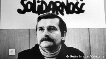 Lech Walesa und die Aufschrift Solidarnosc (Foto: Keystone/Getty Images)