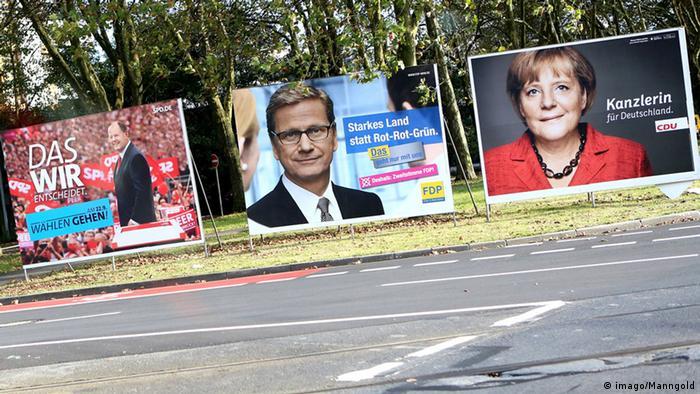 Wahlplakate von SPD, FDP und CDU am Straßenrand