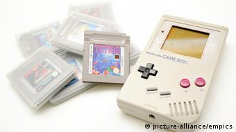 Game Boy Stock.A 1989 Nintendo Game Boy with games cartridges URN:8083691