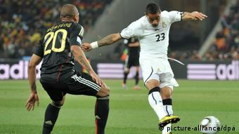 (FILE) Kevin Prince Boateng (R) of Ghana vies with Jerome Boateng of Germany during the FIFA World Cup 2010 group D match between Ghana and Germany at the Soccer City Stadium in Johannesburg, South Africa 23 June 2010. Photo: Bernd Weissbrod dpa