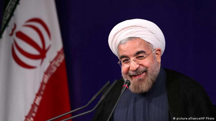 Rohani vor der Presse nach seiner Amtsübernahme (Foto: AP)