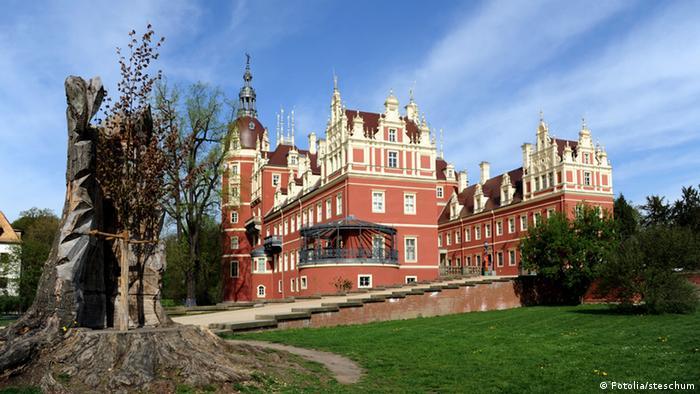Jeden z najbardziej znanych świadectw kultury na polsko-niemieckim pograniczu: park i zamek księcia Pücklera w Mużakowie