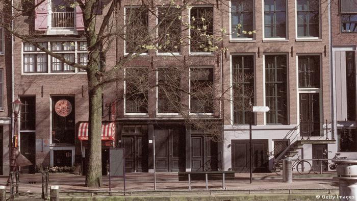 A casa onde a família Frank se escondeu em Amsterdã hoje guarda um museu sobre a vida da menina