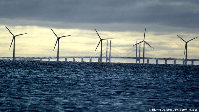 Middelgrunden offshore wind farm with Oeresund Bridge behind (Photo: BJARKE OERSTED/AFP/Getty Images)