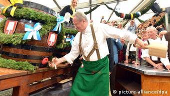 Мэр Мюнхена Кристиан Уде на открытии Октоберфест