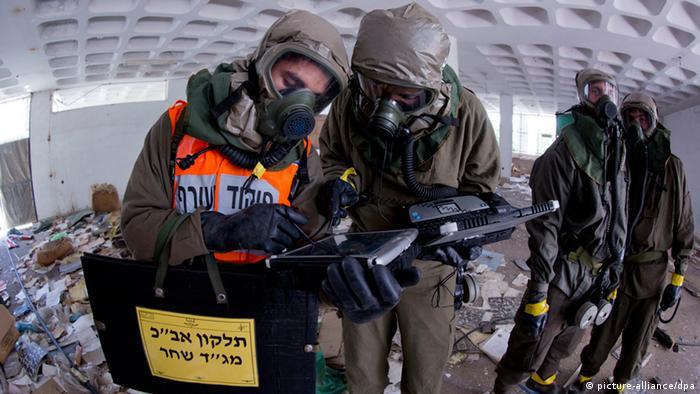 Israelische Soldaten bei einer Anti-Giftgas-Übung - Foto: jim Hollander (EPA)