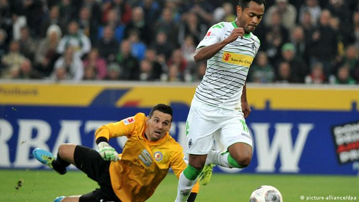 Borussia Mönchengladbach forward Raffael rounds Eintracht Braunschweig goalkeeper Marjan Petkovic to score one of his two goals in Friday's 4-1 win. The three points continues Mönchengladbach's bright start to the season. Photo: dpa