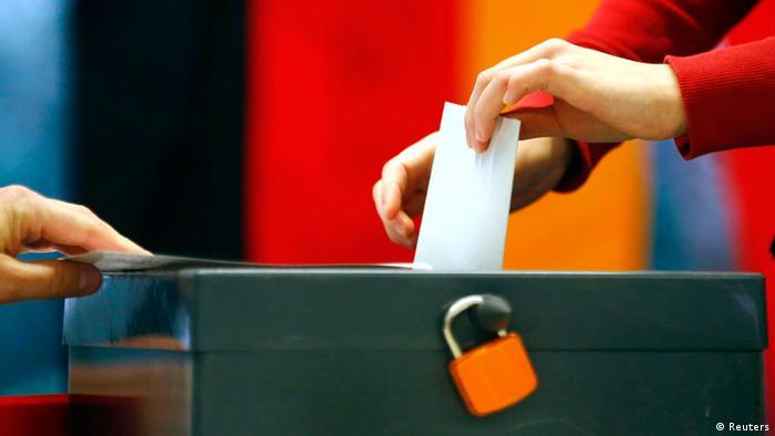 Bundestagswahl Deutschland 22.09.2013 Wähler Wahlurne (Foto: dpa)