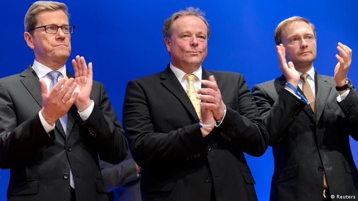 Westerwelle (izquierda) junto al ministro de Cooperación Económica y Desarrollo, Dirk Niebel (centro), y el futuro jefe del FDP, Christian Lindner.